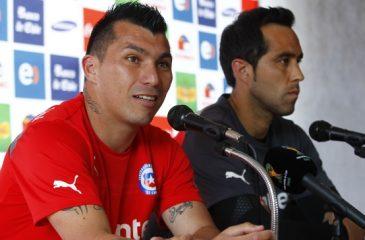 Futbolistas de la Roja se refieren a los incendios en nuestro país