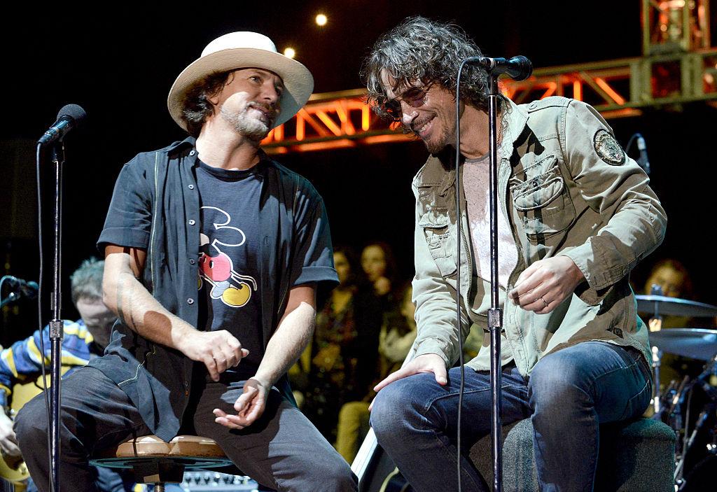 Eddie Veder rinde emotivo tributo a Chris Cornell en Amsterdam