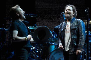 """Eddie Vedder tocó junto a U2 en su gira por los 30 años de """"The Joshua Tree"""""""