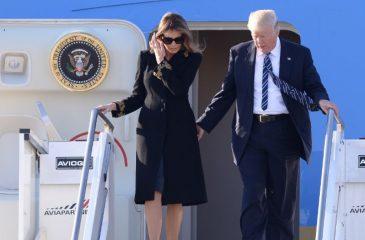 Melania esquiva (otra vez) la mano de Donald Trump