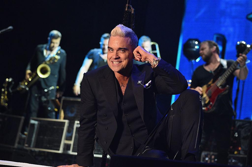El bochorno que pasó Robbie Williams con una adolescente en un concierto