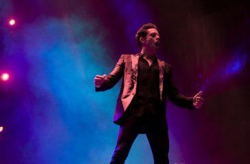 "The Killers interpreta ""The Man"" por primera vez en vivo"