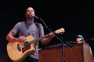 Jack Johnson visitará Chile con su nuevo material All the Light Above It Too
