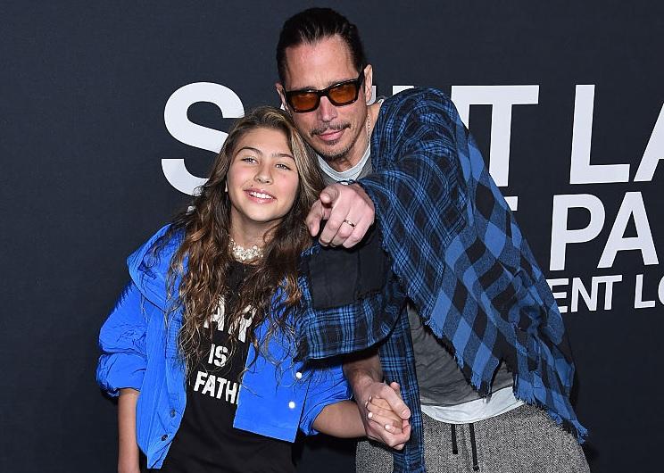 Hija de Chris Cornell canta a su papá ya Chester