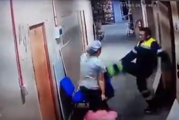 Paramédico agredió a su pareja embarazada en una clínica