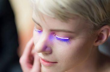 Puro alumbrando: La nueva moda de las pestañas LED