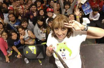 La voz de Lisa Simpson en español vino a evento en Chile y vivió una pesadilla