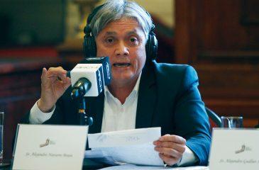 """Alejandro Navarro tiró monedas a Piñera en pleno debate, """"para financiar su campaña"""""""