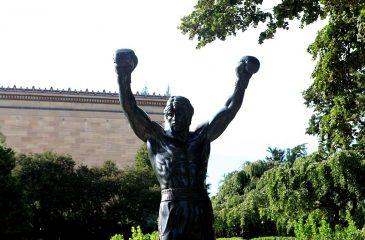 Subastarán réplica de la estatua de Rocky III