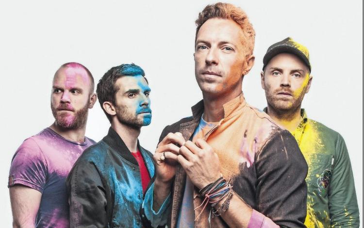 Sacerdote oficia misa con música de Coldplay para animar a los jóvenes