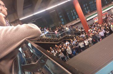 La campaña que busca segregar a hombres y mujeres en el Metro de Santiago