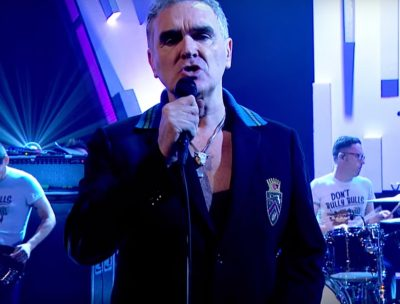 "Morrissey interpretó ""Spent the day in bed"" en el late de Jools Holland"