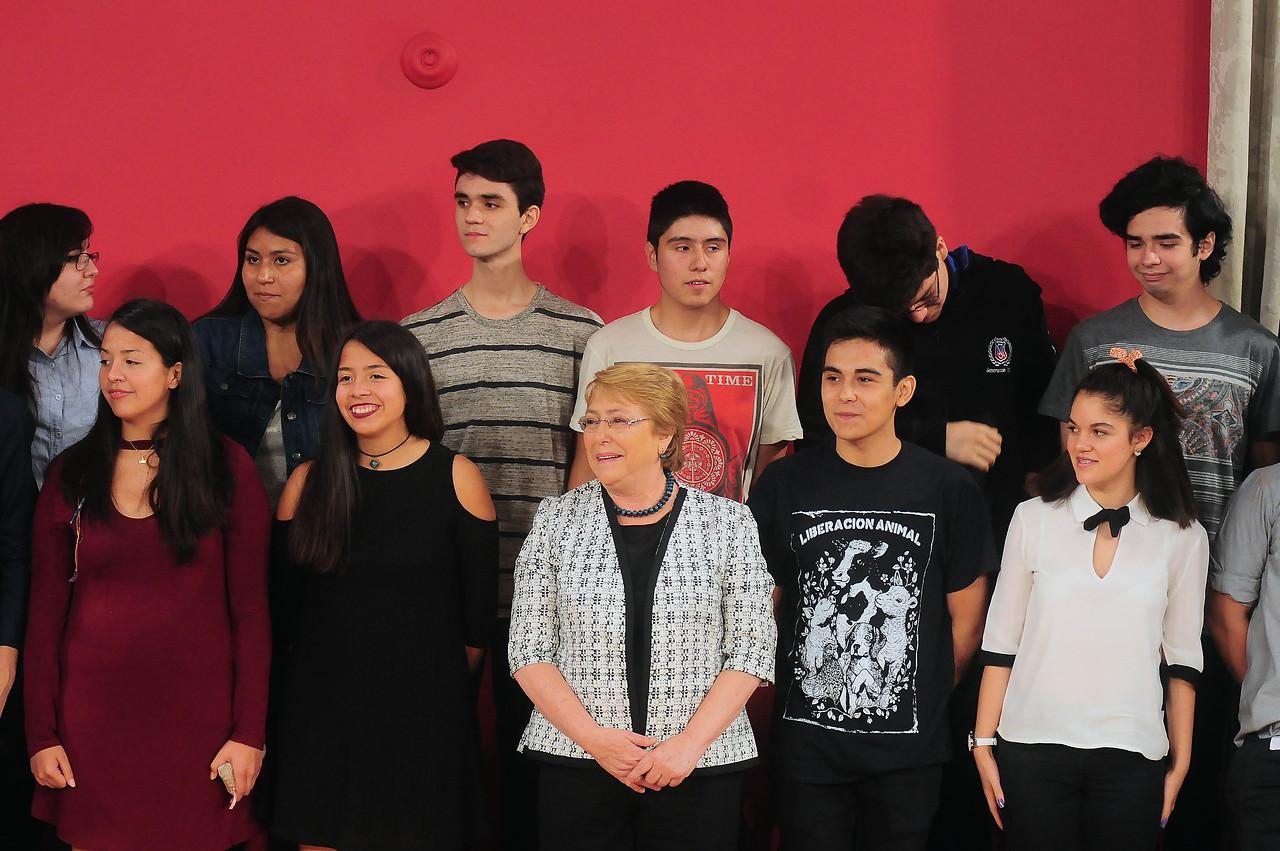 Ciudadano aplaudió que puntajes nacionales PSU no tengan piercings ni tatuajes — Insólito