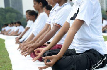 Conozca el caso de colegio en Buin que incorporó yoga a la jornada escolar