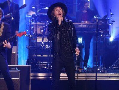 "Beck llevó la fiesta al late de Jimmy Fallon con ""Up All Night"""