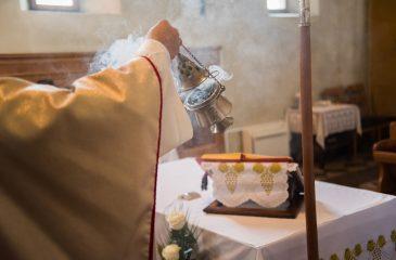Detuvieron a dos monaguillos por cambiar el incienso por marihuana en plena misa