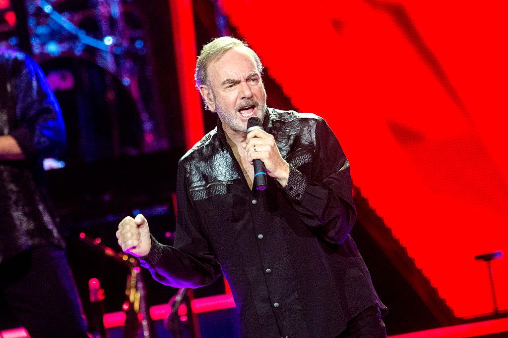 Neil Diamond revela que tiene horrible enfermedad y cancela todos sus conciertos