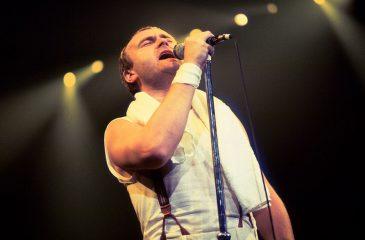 15 de enero: Phil Collins alcanzó su primer número uno en el Reino Unido