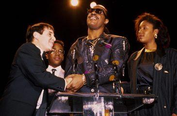 18 de enero: Stevie Wonder artista vivo más joven en ser inducido al Salón de la Fama del Rock and Roll