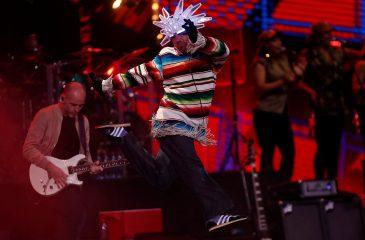 Jamiroquai armó la fiesta con impecable show en Viña