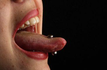 Gales prohibió piercings íntimos a menores de edad