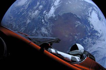 Revelan riesgo de que auto Tesla enviado al espacio se estrelle con la Tierra