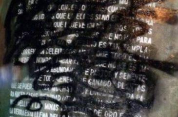 Limpiaron rayado de la piedra de la carta de Pedro de Valdivia en el cerro Santa Lucía