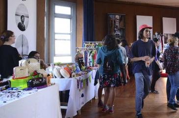 Venta festivalera en el Cerro Alegre de Valparaíso