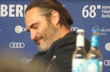 """Joaquin Phoenix se quedó """"dormido"""" en plena entrevista"""