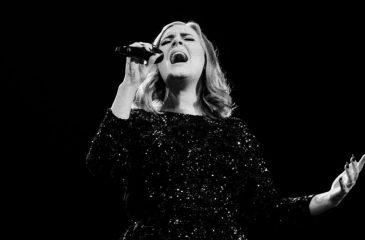 El día que Adele se coronó como la artista con más tiempo en el primer lugar del top ten de ventas