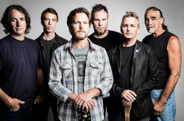 Polémica por poster de Pearl Jam donde aparece el cadáver de Trump