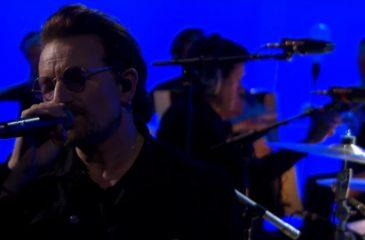 U2 interpretó All I Want Is You con una sección de cuerdas