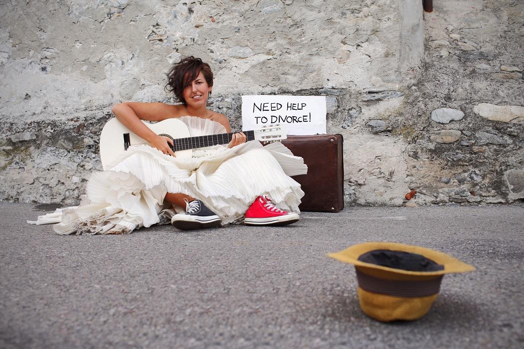 mujer pone a la venta su vestido de novia con ingenio y honestidad