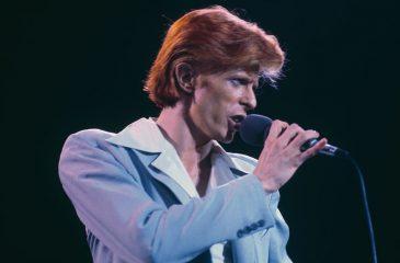 Pueblo inglés develará estatua en homenaje a David Bowie