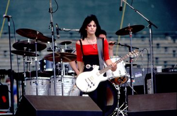 "20 de marzo: Joan Jett llegó al número 1 de EE.UU. con ""I Love Rock & Roll"""