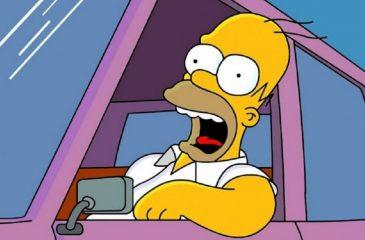 Conductor británico quiso evadir control policial mostrando licencia de conducir de Los Simpson