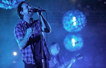 Pearl Jam emocionó a los miles de fans que llegaron al Movistar Arena