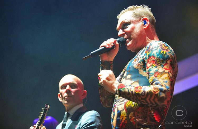 Postales del regreso de Erasure a Chile