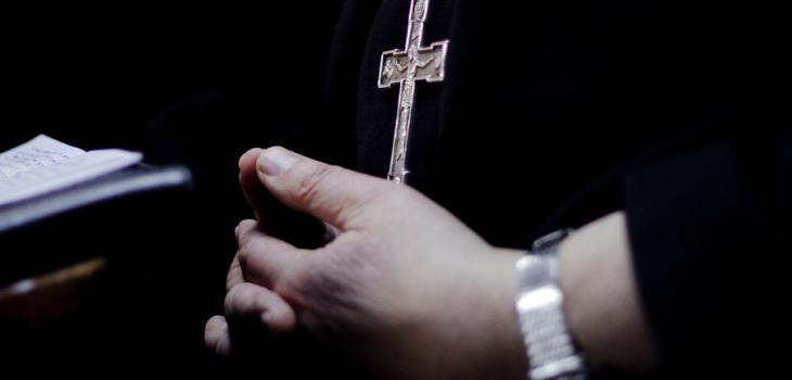 """Cura acusado de violación """"sigue ejerciendo el ministerio, celebrando eucaristía"""""""