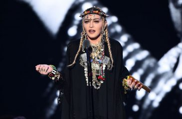 Madonna recibe críticas por autorreferente homenaje a Aretha Franklin