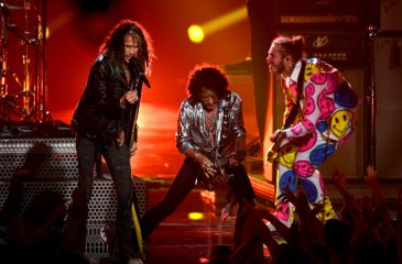Aerosmith cerró la ceremonia de los VMA's junto a los raperos del momento