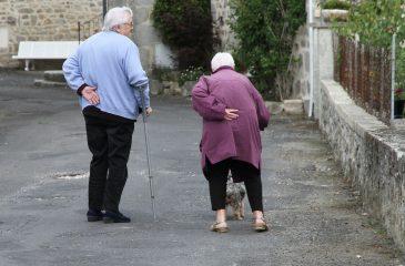 Viejazo: el olor a anciano se gesta en nuestro cuerpo a partir de los 30