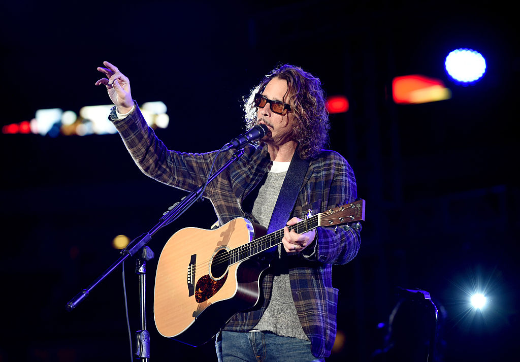 Estatua de bronce de Chris Cornell es develada en Seattle