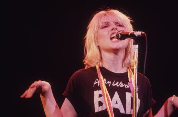 "15 de noviembre: Blondie conquistó Inglaterra con ""The Tide Is High"""