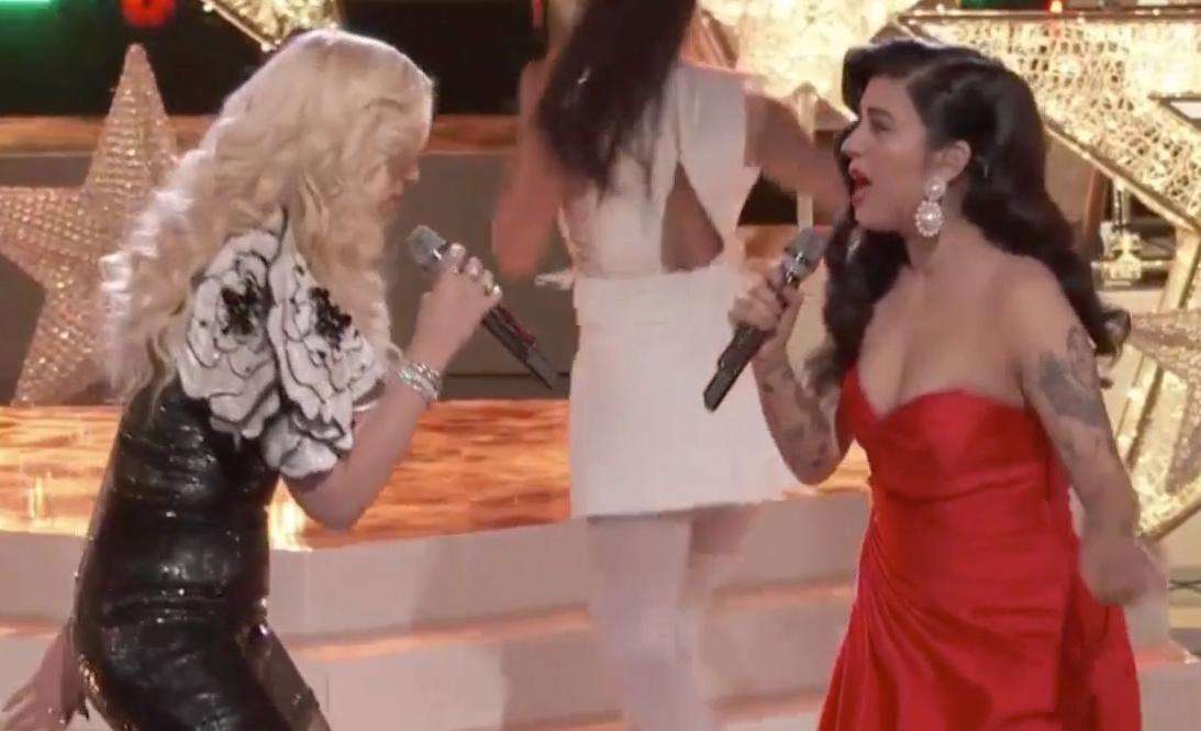 Cantan juntas Mon Laferte y Gwen Stefani