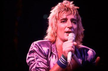 13 de diciembre: Rod Stewart, al tope de las listas inglesas con su primera antología