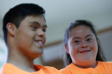 Chile al debe: Cómo discriminamos a niños con necesidades especiales