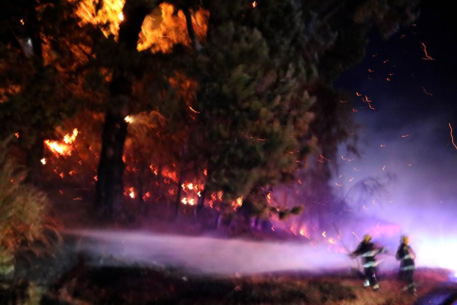 Más de mil personas evacuadas por incendios — Chile