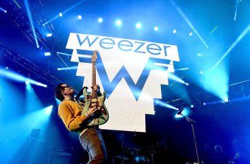 """Weezer estrenó dos nuevas canciones: """"High as a Kite"""" y """"Living in L.A."""""""