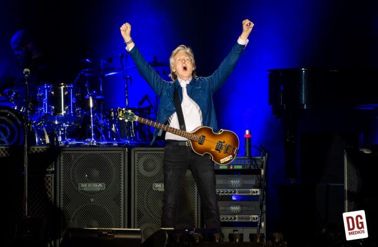 Postales del triunfal regreso de Paul McCartney a Chile
